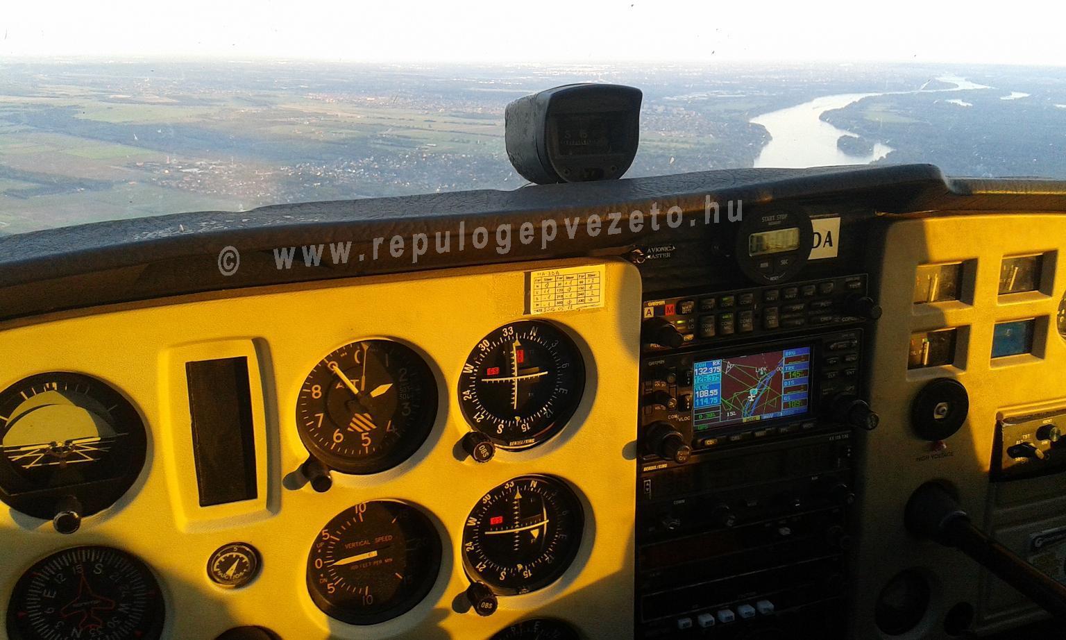 Naplementés sétarepülés a Duna felett