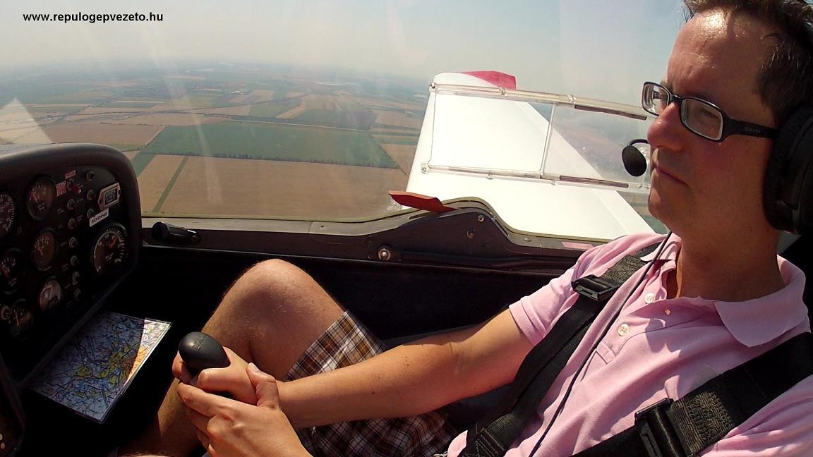sétarepülés közben repülőgép vezetés kipróbálása
